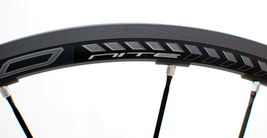 Fulcrum Racing Zero Nite Clincher フルクラム レーシング ゼロ ナイト クリンチャー